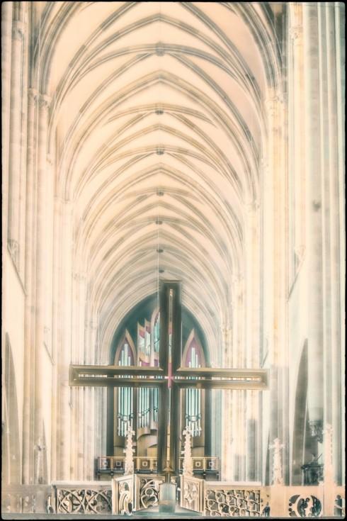 Domschiff mit Kreuz