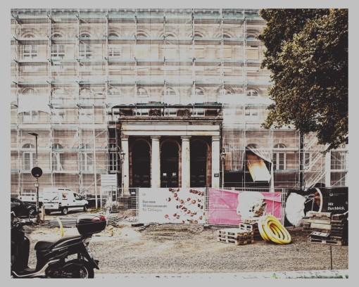 Fassandenrenovierung ala` Christo.
