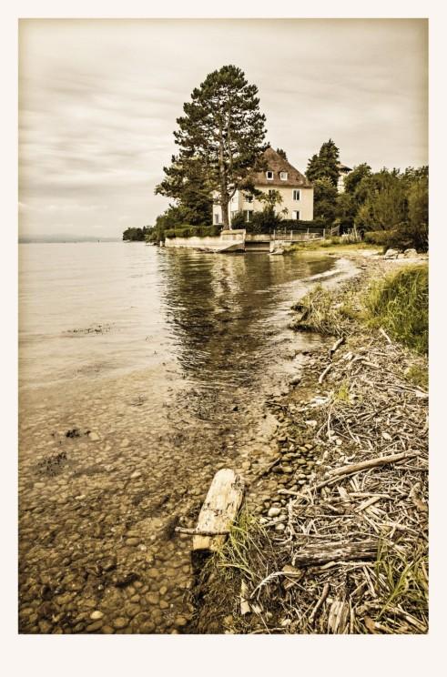 Ufer mit Haus