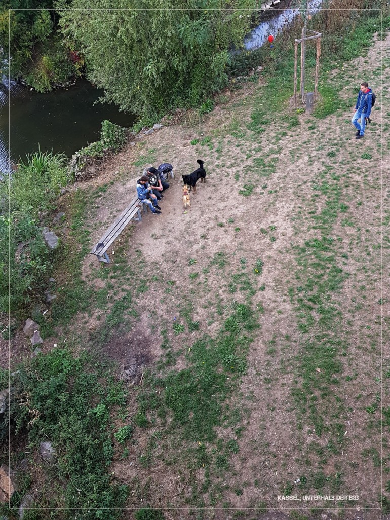 Die SZENE.....unterhalb der B83 / Brücke über die Fulda