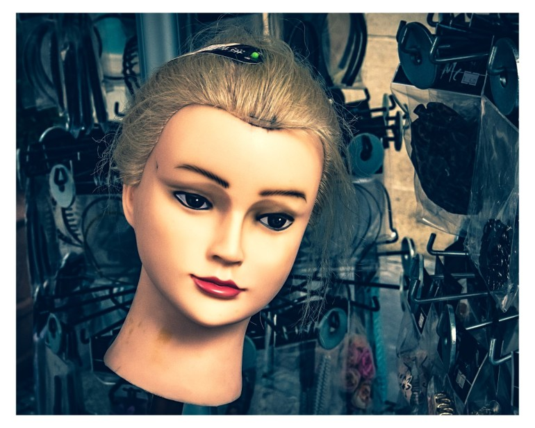 Puppenkopf mit Haarpracht in Überlingen