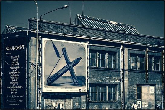 Blick auf ein Gebäude der ehemaligen Lenin-Werft