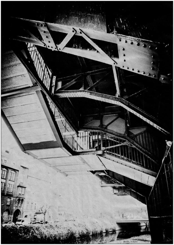Hallesches Tor - von unten gesehen
