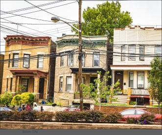 viele kleinere Häuser für 1-3 Familien